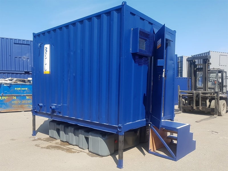 2+1 toilet block additional steps and plastic waste tank