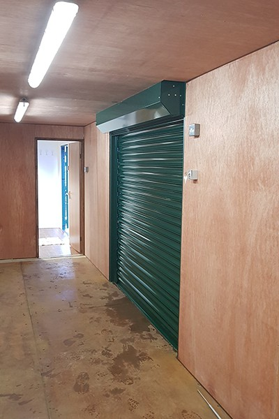 40ft converted container ply lined with roller shutters