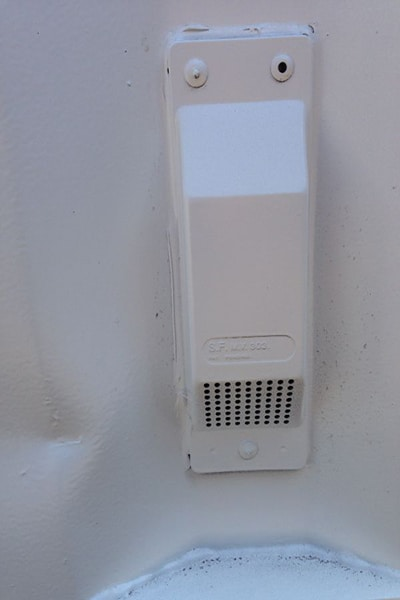 Container air vent small