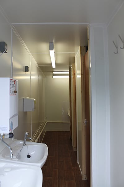 inside 3+1 toilet block from larger section