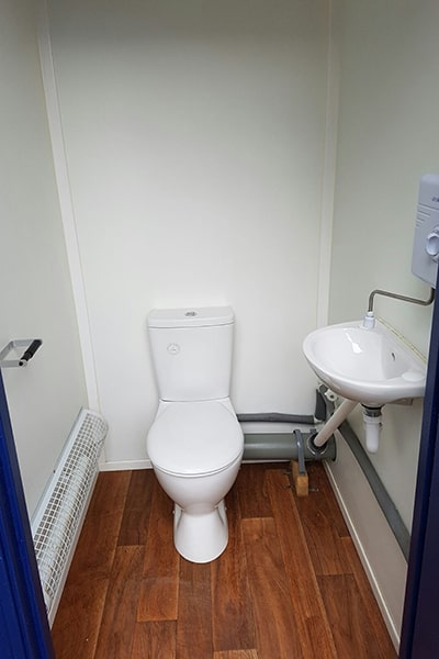inside WC single mains section 2+1 toilet block