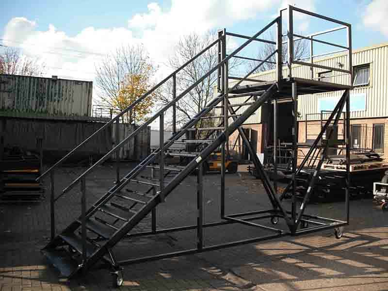 mobile container steps for upper level access wider tread
