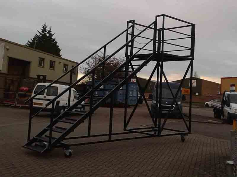 mobile staircase for containers